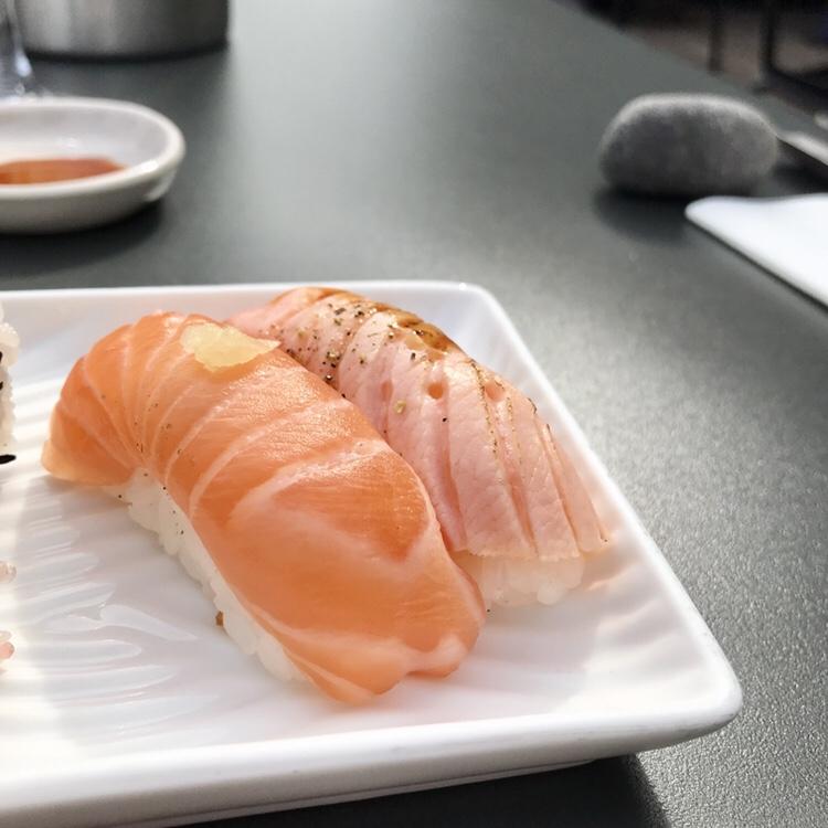 Nigiri: salmon NY and seared salmon