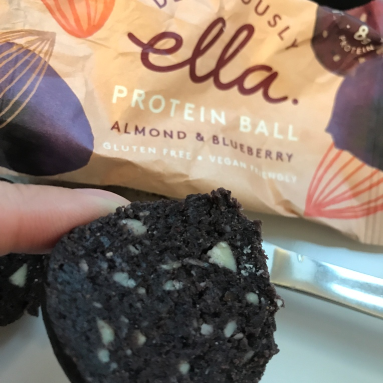 Deliciously Ella - Almond & Blueberry protein ball