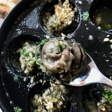 A dozen Burgundy snails with parsley & garlic butter