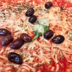 Organic tomato, garlic, basil & oregano with olives